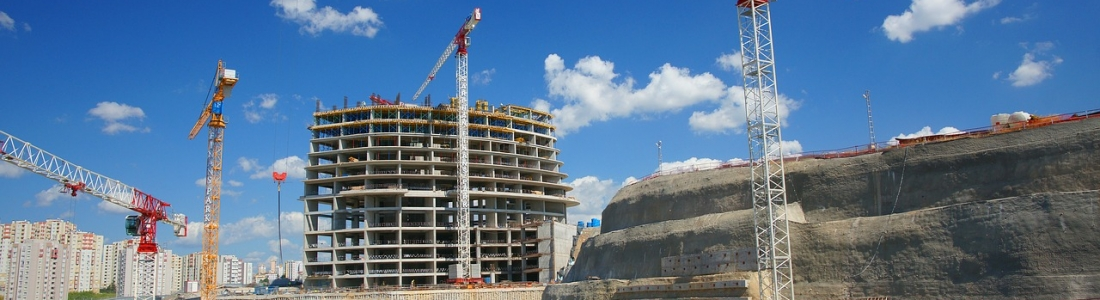 Cranes In Construction: Rent or Buy?