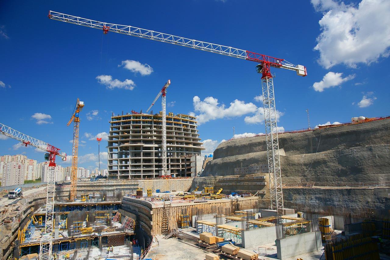 Cranes In Construction: Rent or Buy?